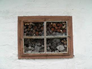Fenster mit Holz