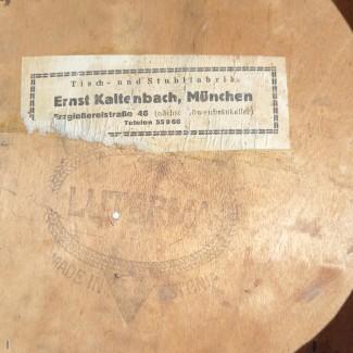 Stuhl aus der Offenbarungskirche